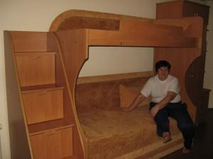 Компактная двухярусная диван-кровать для взрослых и детей