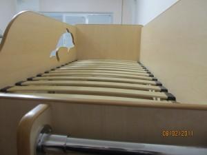 двух ярусная кровать с ламелями для детской под заказ