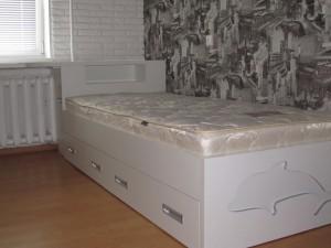 Белая кровать для молодежной спальни под заказ