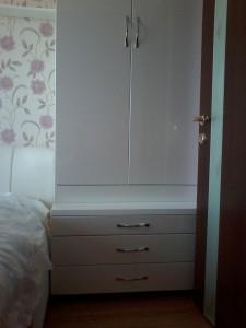 Шкафчик белый двухстворчатый для спальной заказной