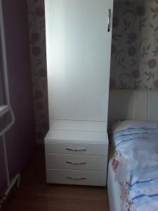 Шкафчик белый одностворчатый для спальной