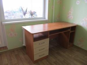 Письменный стол с нишей для компьютера под заказ